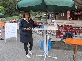 Stewardess beim Impro-Theater-Sommer 2020 Freiburg